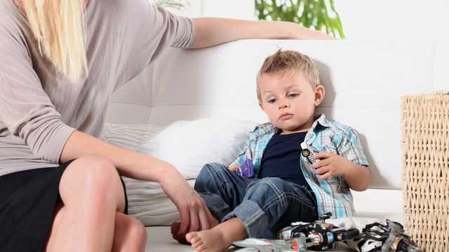 çocuklarda-düz-taban Çocuklarda Ayak Sağlığı Açısından Nasıl Ayakkabılar Kullanılmalıdır ?